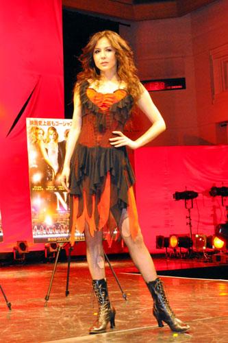 情熱的なドレス姿の杉本彩
