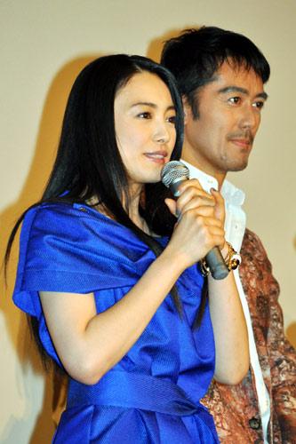 『仲間由紀恵らが『TRICK』初日舞台挨拶。ロケ弁まずいの声に監督が陳謝!』