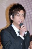 『西島隆弘、プライベートでも仲良しな三浦翔平の初舞台を全力フォロー!』