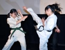 『しなやかな蹴り! カラテガール武田梨奈とAKB内田眞由美が空手で真剣勝負』