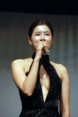 『ゆうばり映画祭に登場のチ・ソンウォン、バストラインくっきりドレスに司会も興奮!』