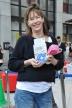 『チャリティで来日したジェーン・バーキンが渋谷で募金活動、長蛇の列』