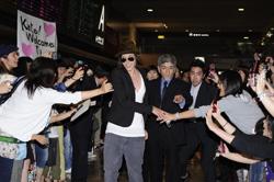 『空港に1000人のファンが殺到! 『Lの世界』の人気女優が初来日。』