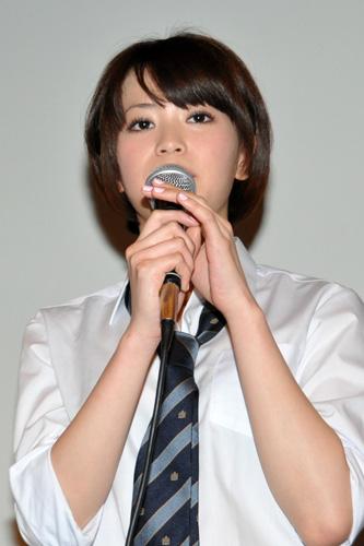 『橋本愛、水沢奈子らがミニスカ制服姿で『アバター』初日舞台挨拶』