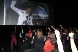 『泣き出す人も! ラルク20周年ライブが海外の映画館でも大盛り上がり』