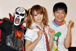 『佐藤かよ、女子高生コスプレ姿でゲームに挑戦。鉄拳&佐久間一行を秒殺KO!』
