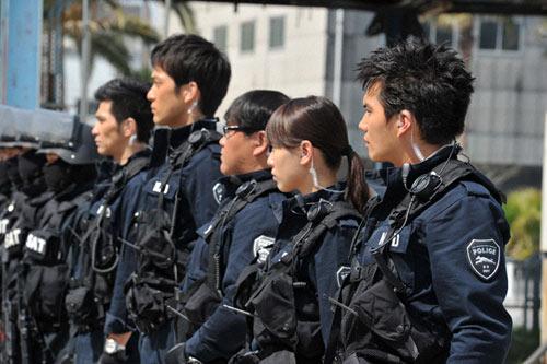 警官の市原隼人
