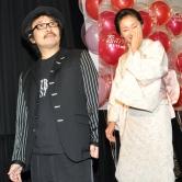 『鬼監督の顔にも笑顔! 園子温監督が神楽坂恵との婚約を照れながら報告』