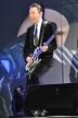 『トム・クルーズ、同い年の布袋寅泰のギターテクを「まねしたい」と絶賛!』