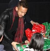 『中田英寿が被災地の子どもたちをを映画に招待、自らプレゼントも手渡しエール!』