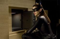 『ネコ耳も復活! アン・ハサウェイ扮するキャットウーマンの最新画像が到着!』
