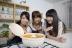 『柏木由紀が新人議員役を熱演! 演技派・戸田恵子との共演に「感激です」』
