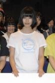 『白いTシャツにショートパンツで爽やかに登場した橋本愛に「かわいい!」の歓声』
