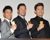 『チャンミンのネタバレ発言に妻夫木聡が突っ込み/『黄金を抱いて翔べ』初日舞台挨拶』