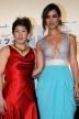 『吉田沙保里選手が真っ赤なドレス姿で本物ボンドガールと美の競演!』