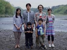 『福山雅治が父親役に初挑戦。「経験がないので不安でした」とコメント』
