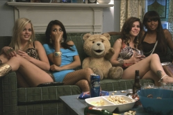 『【週末シネマ】かわいい見かけと裏腹にとんでもない本性を隠し持つクマの欲張りコメディ』
