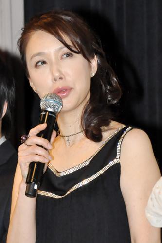 舞台挨拶中の筒井真理子さん