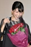 『竹内結子、西島秀俊から手渡された15本の赤いバラに「照れちゃう!」』