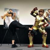 『武井壮がはるな愛をハグ。はるなもチュウでお返し!?/『アイアンマン3』イベント』