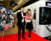 『井上真央、『白ゆき姫殺人事件』特別列車出発式に出席し「出発!」と合図!』