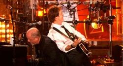 『ポール・マッカートニーが名曲「レット・イット・ビー」を弾き語り』