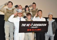 『主演作初日に感極まって涙する真野恵里菜に、上司役の筧利夫が「もっと泣け!」』