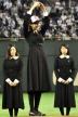 『セブンティーン専属モデルの中条あやみが「貞子先輩」を参考に始球式!』