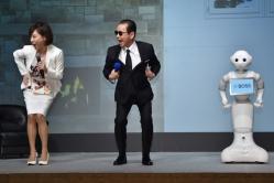"""『タモリ、高橋真麻、ロボットのPepperが揃って""""コンドルの着地""""を披露!』"""
