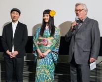 『和服姿の橋本愛がベルリン映画祭でドイツ語挨拶。料理も堪能!』