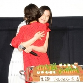 『松岡茉優、親友・橋本愛からの20歳誕生日サプライズ祝福に涙!』