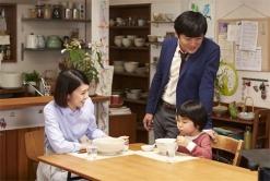 『『サッポロ一番』新CMで竹内結子と劇団ひとりが夫婦役』