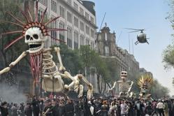 『『007 スペクター』のオープニングはメキシコ「死者の日」が舞台!』