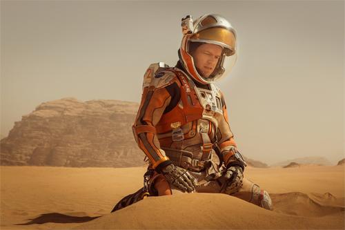 『マット・デイモンが生き残りかけ火星で家庭菜園!『オデッセイ』予告編』