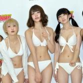 『トヨタCMの神スイングで話題の稲村亜美らが純白水着で魅力アピール!』