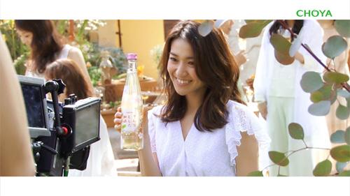 『大島優子「ボトルで飲んじゃお!」、さらりとした梅酒の新CMが公開』