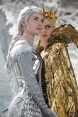 『美しく邪悪な姉妹役で共演! シャーリーズ・セロンとエミリー・ブラントが語る『スノーホワイト/氷の王国』の魅力』