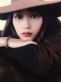 『川口春奈の大人っぽい装いに「美人すぎる」の声!』