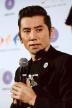 『ロンドン在住の本木雅弘、西川美和監督とペアルックで登壇し流暢な英語披露!』
