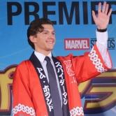 『新スパイダーマンのトム・ホランド来日! 大雨の中ファンと交流』