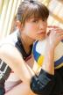 『久松郁実のほんのり日焼け肌もまぶしいスポーツコスプレ姿に胸キュン!』