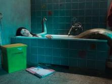 『人魚が風呂桶に入っているシュールな写真、『ゆれる人魚』ってどんな映画?』