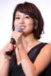 『背中が大きく開いたセクシードレスで登場の吉高由里子が語る純愛とは?』