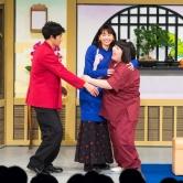 『新垣結衣と瑛太が吉本新喜劇にサプライズ出演! アドリブで笑いとる』