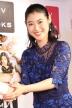 『瀧本美織、カレンダー発売イベントで詰め掛けた約200人のファンと握手』