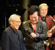 『歌手デビュー50周年の水木一郎がバースデーライブでマジンガーZを熱唱!』