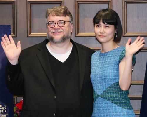 『ギレルモ・デル・トロ監督、菊地凛子との再会に歓喜! 会見中に歌も披露』