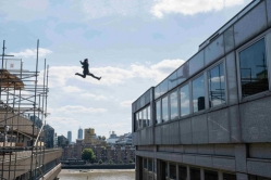 『あの骨折シーンも!? トム・クルーズ驚異のアクション『ミッション:インポッシブル』最新作第1弾予告』