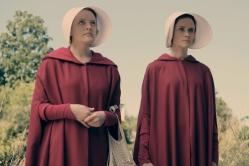 『富裕な夫婦と彼女の3人で執り行う儀式とは? ディストピア・ドラマが映し出す社会への反発』