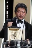 『是枝裕和監督、『万引き家族』でカンヌのパルムドールに!「さすがに足が震えています」』